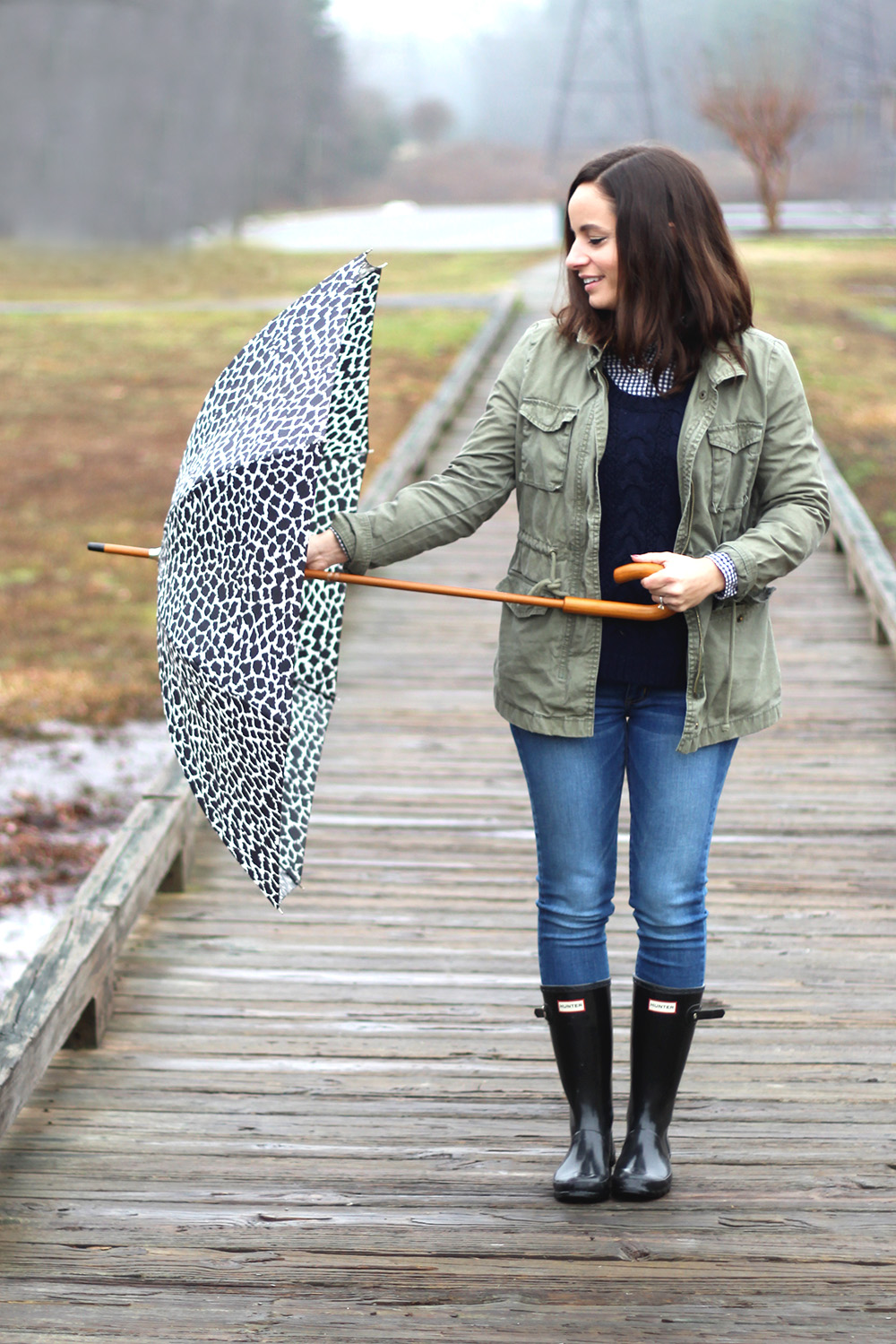 How to wear rain boots | rainy day outfit | pumps and push-ups