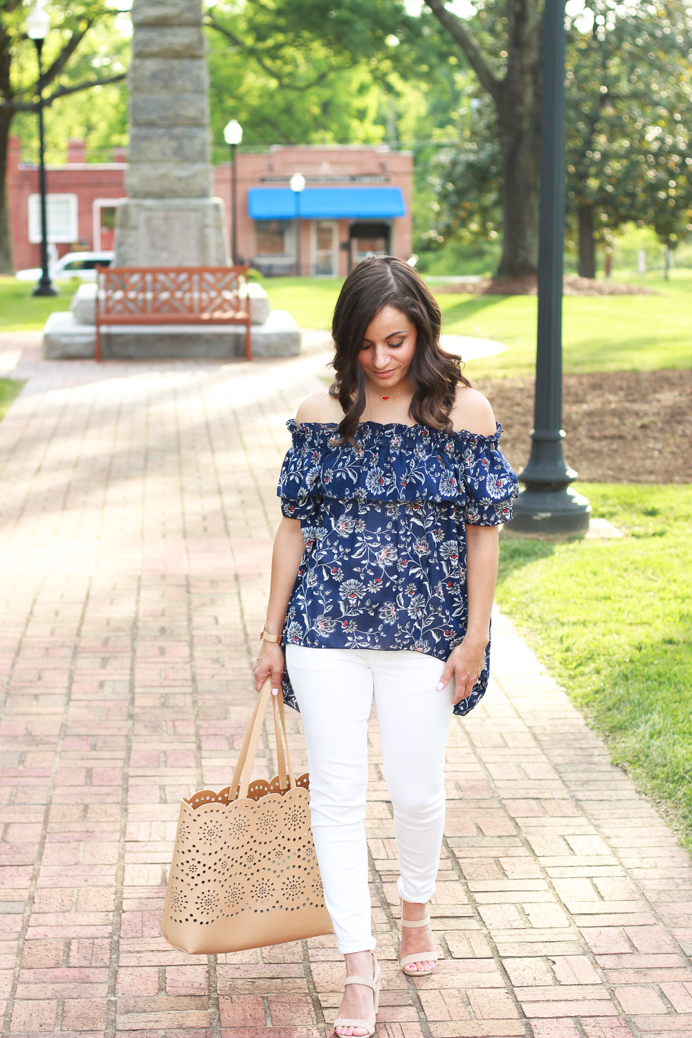spring outfit with white denim