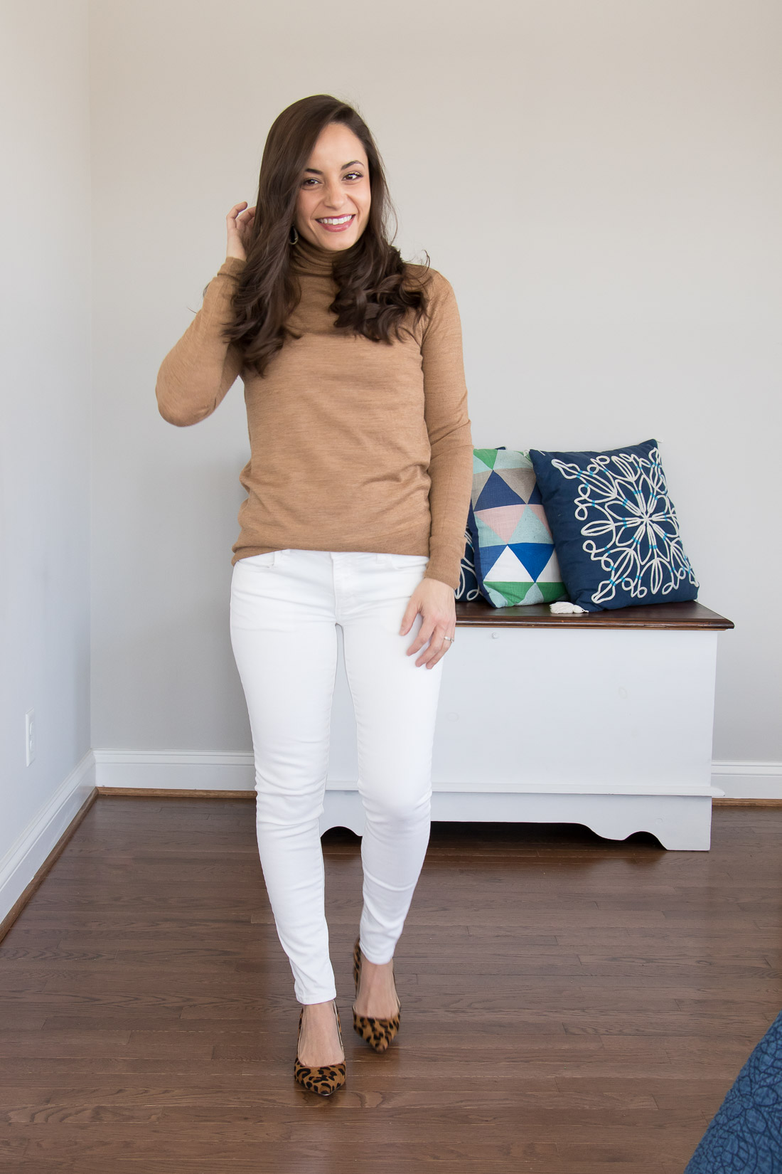 Winter white outfit idea, for a casual date night or wear to work.